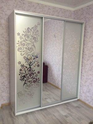 Шкаф-купе В206 (зеркало+пескоструй)